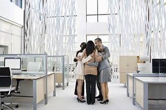 http://www.trevorblake.co.uk/uploads/blog/Open-plan-office-huddle.jpg