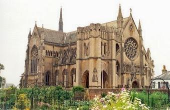 http://www.trevorblake.co.uk/uploads/blog/arundel-cathedral.jpg
